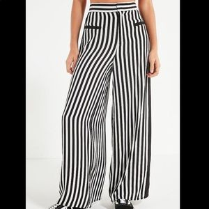 Uo urban outfitters wide leg high rise pants med